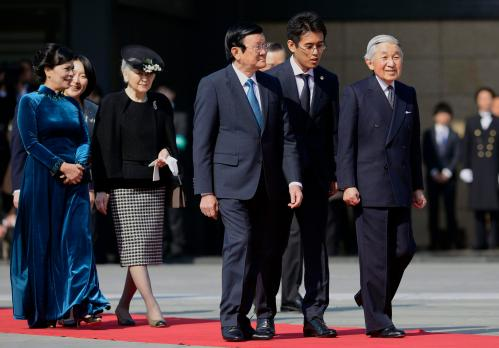 Vietnamese President Truong and his wife Mai are escorted by Japanese Emperor Akihito and Empress Michiko during a welcoming ceremony at the Imperial Palace in Tokyo
