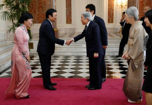 Vietnam's President Truong Tan Sang, and his wife Mai Thi Hanh meet Japan's Emperor Akihito and Empress Michiko during a farewell call by Japan's royal couple at the Akasaka Palace state guest house in Tokyo