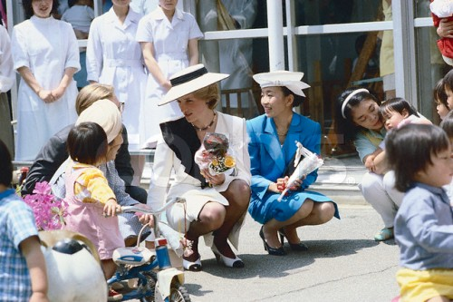 Princess Diana Visiting Red Cross Infants' Home