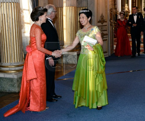 epa05284878 Japan's Hisako, Princess Takamado (R) is welcomed by Sweden's Queen Silvia (L) and King Carl XVI Gustaf (2-L) at the banquet at the Royal Palace in Stockholm, Sweden, 30 April 2016. King Carl XVI Gustaf of Sweden celebrates his 70th birthday. EPA/HENRIK MONTGOMERY SWEDEN OUT